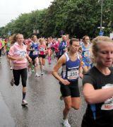 Bild på löpare med startnummer 260 i Tjejmilen 2012