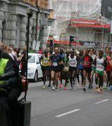 Bild på löpare med startnummer 13 i Stockholm Marathon 2013
